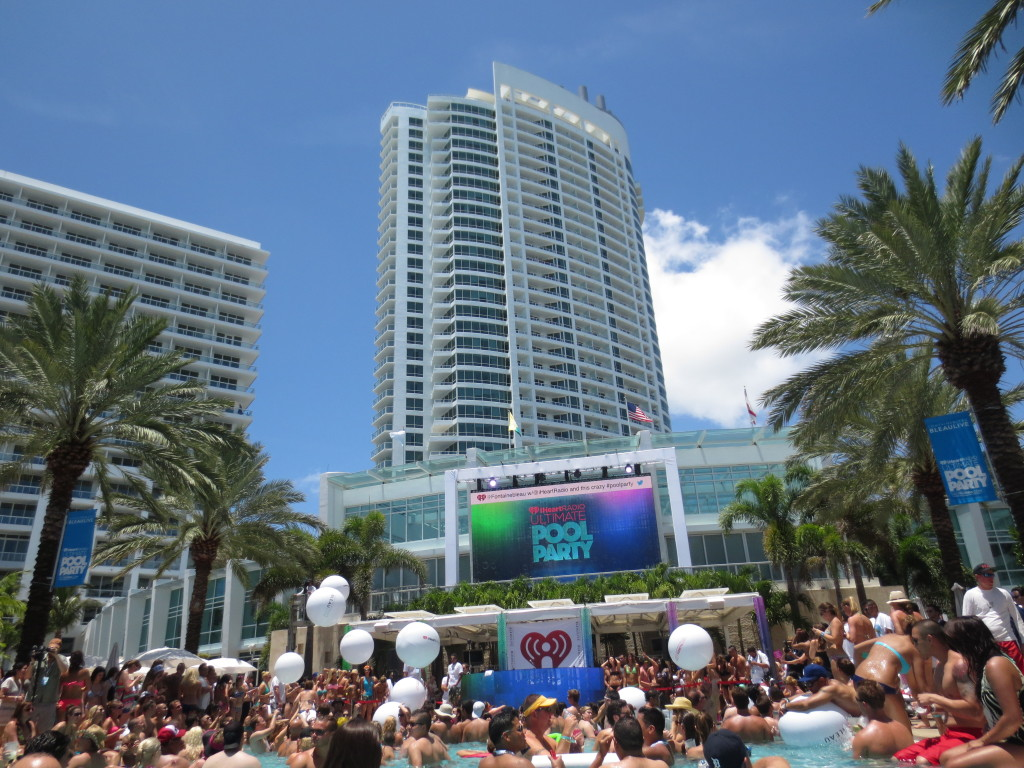 iheartradio ultimate pool party, fontainebleau pool party, pool parties at fontainebleau